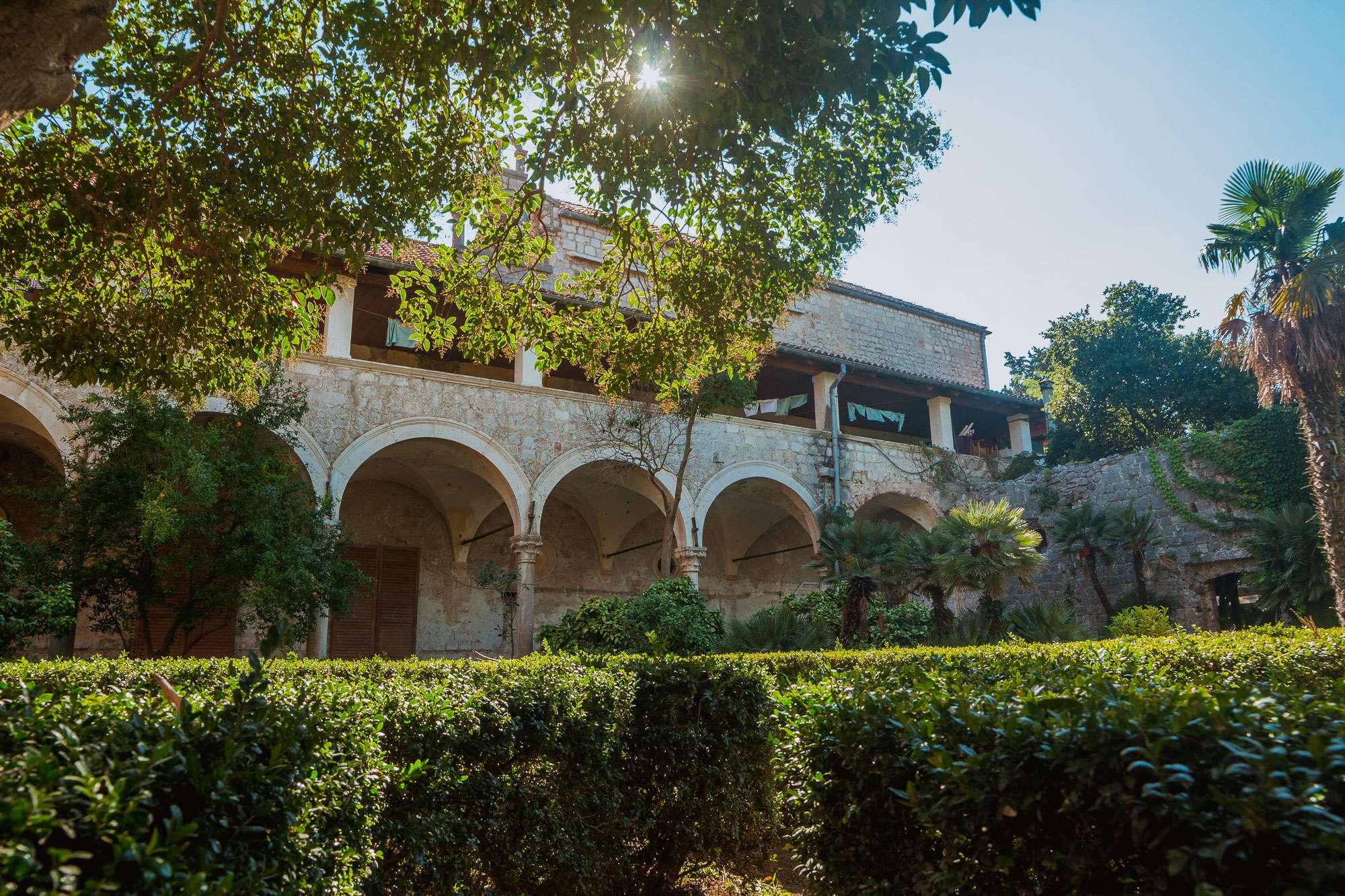 Samostanski kompleks